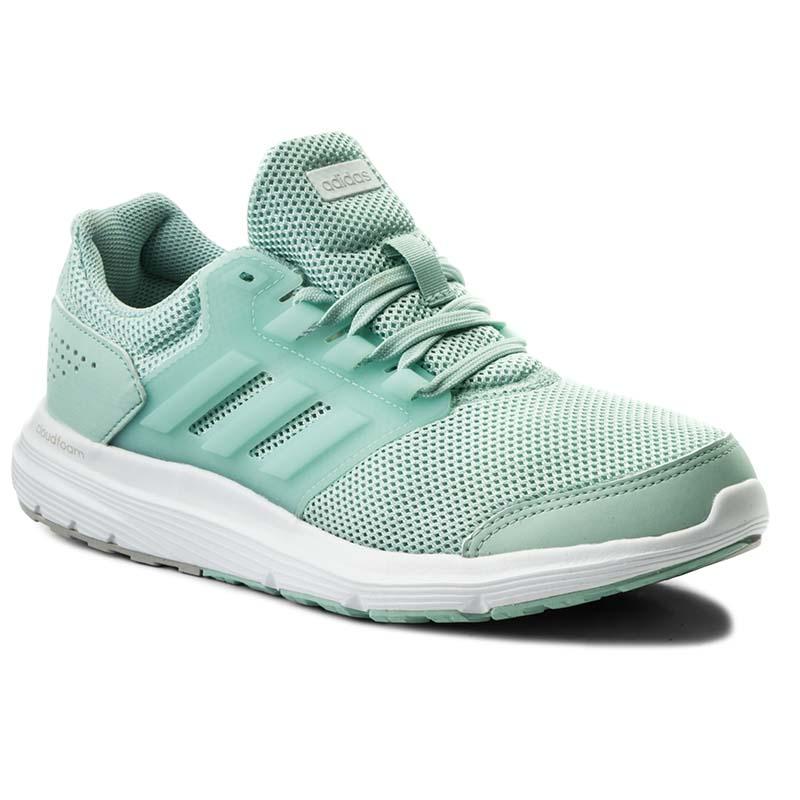 klasyczne style oficjalne zdjęcia różne kolory Modne i wygodne obuwie sportowe marki adidas. Przegląd ...